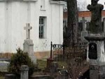 Над старым кладбищем в Бресте надругались