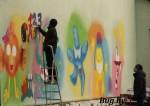 На стенах кинотеатра «Мир» рисуют граффити