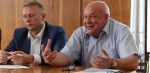 Представители инвесторов (слева направо) Александр Червяк и Владимир Бохан. / Фото: Пётр Гузаевский