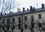 дом с куполом и крестами